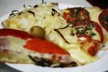 Typical pizza trio at El Cuartito