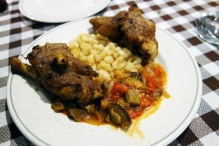 Pig´s feet, mongetes beans and samfaina at La Venta