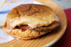 ıslak Burger, a steamed burger.