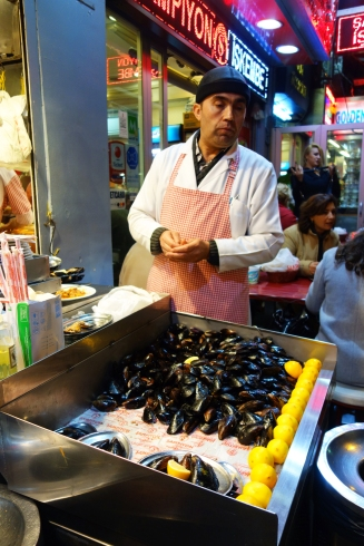 Midye Dolma, mussels stuffed with seasoned rice. Sold as streetfood.