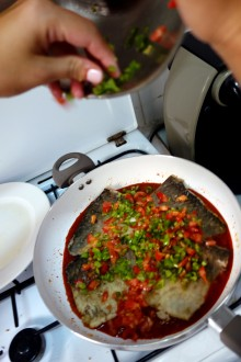 Finely diced peppers and tomatoes go on top. Then leave to steam with the lid on for 20 minutes.